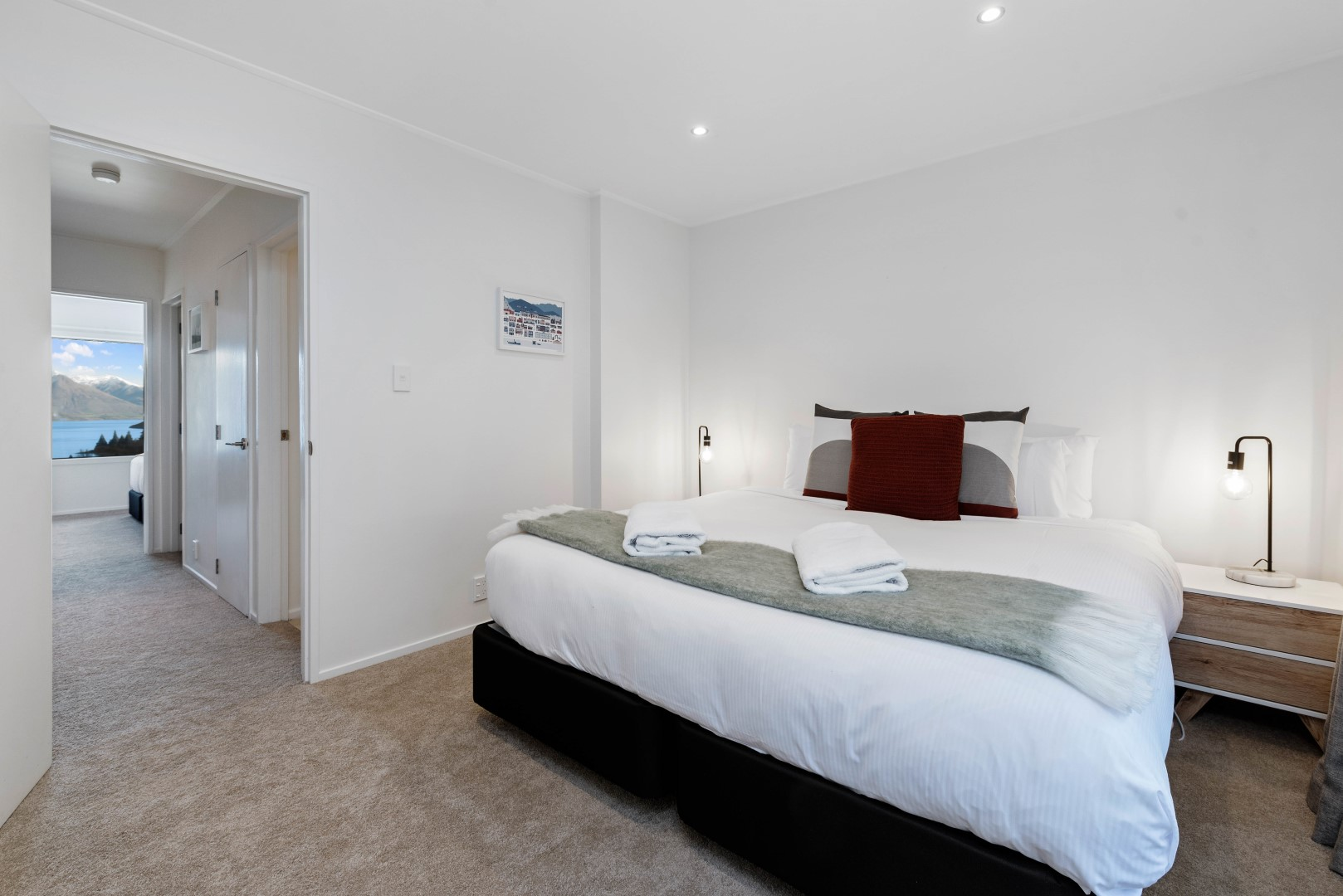 Central Queenstown Malaghan Apartment